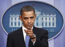 <p>Президент США Барак Обама беседует с журналистами в Белом доме в Вашингтоне 9 февраля 2010 года. Президент США Барак Обама на встрече с представителями Демократической и Республиканской фракций смог достичь понимания с оппозицией в том, что касается борьбы с безработицей, однако вновь был раскритикован за предложенную им реформу системы здравоохранения. REUTERS/Kevin Lamarque</p>
