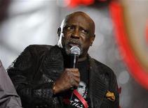 """<p>Foto arquivo mostra Louis Gossett Jr. durante Desfile de Natal em Hollywwod, Los Angeles. O vencedor do Oscar de ator coadjuvante por seu papel em """"A Força do Destino"""", anunciou na terça-feira que está em tratamento contra um câncer de próstata. REUTERS/Phil McCarten 29/11/2009</p>"""