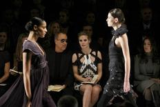 <p>Heidi Klum and designer Michael Kors watch as models present creations during the Project Runway Fall 2010 fashion show at New York Fashion Week, February 12, 2010. REUTERS/Brendan McDermid</p>