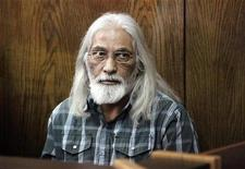 <p>Лидер израильской секты Гоэль Рацон на скамье подсудимых в Тель-Авиве 14 февраля 2010 года. Прокуратура Израиля предъявила 60-летнему лидеру израильской секты Гоэлю Рацону обвинения в сексуальном насилии, инцесте, мошенничестве и порабощении. REUTERS/Chen Galili</p>