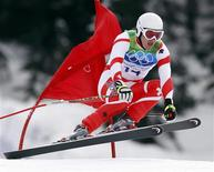 <p>Switzerland's Didier Defago clears a gate during the men's alpine skiing downhill event at the Vancouver 2010 Winter Olympics in Whistler, British Columbia February 15, 2010. REUTERS/Stefano Rellandini</p>