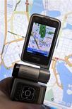 <p>Seguindo o exemplo do Google, a Nokia também lançou um serviço gratuito de mapas para seus celulares. 13/10/2009 LEHTIKUVA/Kimmo Mantyla</p>