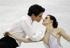 <p>Canada's Tessa Virtue and Scott Moir perform in the ice dance free dance figure skating event at the Vancouver Winter Olympics February 22, 2010. REUTERS/Gary Hershorn</p>