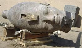 <p>A new discovery at Kom el-Hetan by the Egyptian Supreme Council of Antiquities shows the newly unearthed 3,400-year-old red granite head, part of a huge statue of the ancient pharaoh Amenhotep III, at the pharaoh's mortuary temple in the city of Luxor February 28, 2010. REUTERS/Egyptian Supreme Council/Handout</p>
