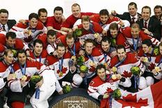 <p>The Canadian men's hockey team pose with their gold medals after defeating the U.S. in their men's ice hockey gold medal game at the Vancouver 2010 Winter Olympics February 28, 2010. REUTERS/Shaun Best</p>