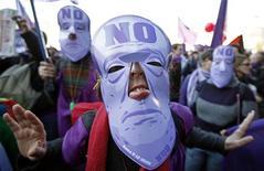 <p>La manifestazione dei Viola contro il presidente del Consiglio Silvio Berlusconi dello scorso 5 dicembre a Roma. REUTERS/Alessia Pierdomenico</p>