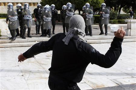 Greeks fight cuts but expect government to win out