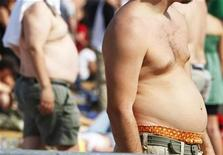 """<p>Two audience members watch the 2007 """"Farm Aid"""" concert in New York in this September 9, 2007 file photo. REUTERS/Lucas Jackson/Files (</p>"""