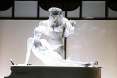 <p>Леди Гага выступает на концерте amfAR в Нью-Йорке 10 февраля 2010 года. Бывший продюсер и экс-бойфренд певицы Леди Гага Роб Фусари подал в суд на экстравагантную поп-диву с требованием выплатить ему более $30 миллионов, заявив, что после окончания их романа, он так и не получил причитающиеся ему гонорары. REUTERS/Lucas Jackson</p>