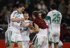 """<p>Игроки """"Вольфсбурга"""" радуются победе над казанским """"Рубином"""" в Вольфсбурге 18 марта 2010 года. Немецкий """"Вольфсбург"""", выбивший из Лиги Европы казанский """"Рубин"""", сыграет с английским """"Фулхэмом"""" в 1/4 финала турнира. REUTERS/Ina Fassbender</p>"""