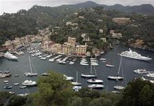 <p>A general view of the northern Italian coastal town of Portofino June 15, 2007. REUTERS/Dario Pignatelli</p>