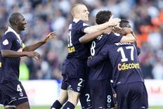 <p>Jogadores do Bordeaux comemoram gol durante partida pela primeira divisão do Campeonato Francês contra o Lille no estádio Chaban Delmas em Bordeaux, sudoeste da França, 21 de março de 2010. REUTERS/Olivier Pon</p>