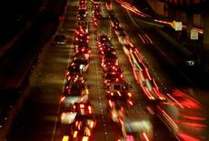 <p>Traffic lines a highway to Dallas in advance of Hurricane Rita in north Houston September 22, 2005.REUTERS/Carlos Barria</p>