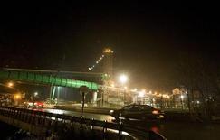 <p>Участок дороги рядом с взорвавшейся угольной шахтой Upper Big Branch Mine в Западной Виргинии в США, 6 апреля 2010 года. Как минимум 25 человек погибли и четыре пропали без вести при взрыве на угольной шахте Upper Big Branch Mine в Западной Виргинии в США. REUTERS/Chris Keane</p>