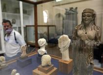 <p>A visitor looks at exhibits inside the Egyptian Museum in Cairo April 7, 2010. REUTERS/Tarek Mostafa</p>