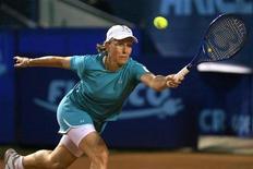 <p>A ex-tenista Martina Navratilova retorna jogada de Monica Seles durante jogo de demonstração no Aberto da Romênia em Bucareste. Navratilova foi diagnosticada com câncer de mama, segundo disse ela à revista norte-americana People. 16/09/2007 REUTERS/Mihai Barbu/Arquivo</p>