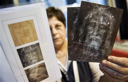 Pilgrims flock to see Shroud of Turin - Reuters