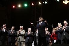 """<p>Лидер венгерской оппозиционной партии """"Фидес"""" Виктор Орбан произносит победную речь в центре Будапешта 11 апреля 2010 года. Лидер правоцентристской партии """"Фидес"""" Виктор Орбан провозгласил победу на выборах, состоявшихся в воскресенье, сказав, что работа на посту премьер-министра будет для него самой важной в жизни. REUTERS/Laszlo Balogh</p>"""