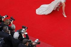 "<p>An unidentified guest arrives for the screening of the film ""The Imaginarium of Doctor Parnassus"" out of competition at the 62nd Cannes Film Festival May 22, 2009. REUTERS/Christian Hartmann</p>"