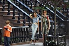 "<p>Actresses Sarah Jessica Parker (C) and Cynthia Nixon act in a scene during the filming of the upcoming movie ""Sex and the City 2"" in New York September 4, 2009. REUTERS/Lucas Jackson</p>"