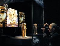 """<p>A photographer takes a photo of the Canopic Coffinette of King Tutankhamun during the preview of the """"Tutankhamun and the Golden Age of the Pharaohs"""" exhibit in New York, April 21, 2010. REUTERS/Brendan McDermid</p>"""