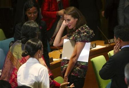 Supermodel Christy Turlington (C) attends the Trusteeship Council meeting ''Investing in Our Common Future: Healthy Women, Healthy Children'' during the 64th United Nations General Assembly in New York, September 23, 2009. REUTERS/Patrick Andrade