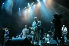"""<p>Британская ска-группа Madness выступает на фестивале Desert Rhythm в Дубае 26 октября 2007 года. 28 апреля британский ска-коллектив Madness споет в клубе """"Б1 Maximum"""" в поддержку прошлогоднего диска """"The Liberty of Norton Folgate"""", куда помимо прочего вошла 10-минутная мини-опера. REUTERS/Jumana El Heloueh</p>"""