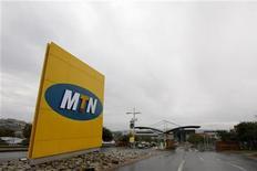 <p>Le groupe sud-africain de télécommunications MTN a dit mercredi qu'il était en discussion pour racheter l'égyptien Orascom Telecom afin de créer le quatrième groupe mondial du secteur, mais l'Algérie a prévenu qu'elle bloquerait un pan de l'opération. /Photo d'archives/REUTERS/Mike Hutchings</p>