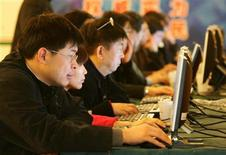<p>Imagen de archivo de usuarios de internet en Pekín. Mar 10 2005. La Comisión Europea dijo el miércoles que había cerrado una serie de casos contra Italia por las apuestas en internet después de que el país abriera el sector a la competencia extranjera. REUTERS/Claro Cortes IV CC/ARCHIVO</p>