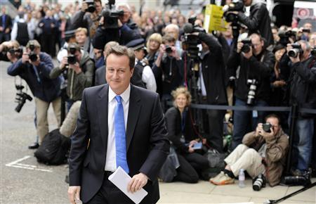 Britain's Cameron, Clegg hold post-vote talks - Reuters