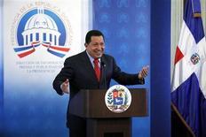 """<p>Chávez discursa em Santo Domingo. O venezuelano Hugo Chávez pode ter descoberto recentemente a alegria de """"tuitar"""", mas agora ele está descobrindo também que o Twitter pode ter efeitos negativos para os presidentes.05/05/2010.REUTERS/Eduardo Munoz</p>"""