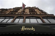<p>El brazo de inversión de la familia real qatarí compró la famosa tiendas por departamentos londinense Harrods al empresario egipcio Mohamed al-Fayed por unos 1.500 millones de libras esterlinas (2.300 millones de dólares). Una vista general de la tienda por departamentos Harrods en Londres, mayo 8, 2010. REUTERS/Paul Hackett</p>