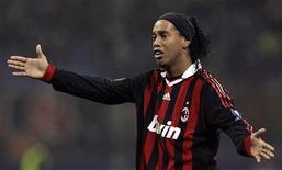 <p>Ronaldinho Gaúcho, do Milan, foi escalado na lista de sete reservas do técnico Dunga para a Copa. REUTERS/Alessandro Garofalo</p>
