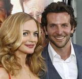 """<p>Atores Heather Graham (esq) e Bradley Cooper na estreia do filme """"Se Beber, Não Case"""" em Hollywood. A comédia liderou as indicações ao MTV Movie Awards, anunciadas nesta quarta-feira. 02/06/2009 REUTERS/Danny Moloshok</p>"""