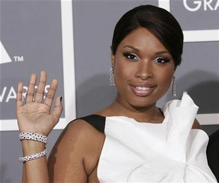 Jennifer Hudson arrives at the 51st annual Grammy Awards in Los Angeles February 8, 2009. REUTERS/Danny Moloshok