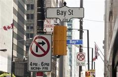 <p>Bay Street signs are seen in the heart of the financial district in Toronto, August 17, 2009. REUTERS/Mark Blinch</p>