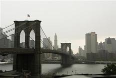 <p>Бруклинский мост в Нью-Йорке 21 мая 2008 года. 24 мая 1883 года в Нью-Йорке открылся Бруклинский мост, строившийся почти 14 лет. REUTERS/Lucas Jackson</p>