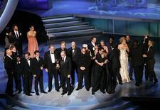 """<p>Il cast della serie tv """"Lost"""" premiato agli Emmy a Los Angeles. REUTERS/Robert Galbraith</p>"""