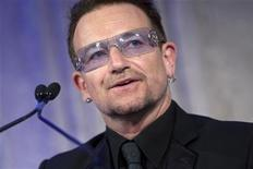 <p>Bono, the lead singer of U2, speaks after being awarded the Distinguished Humanitarian Leadership Award during the Atlantic Council Annual Awards Dinner in Washington, April 28, 2010. REUTERS/Benjamin J. Myers</p>