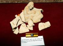 <p>A Roman terracotta figurine of two wrestlers which was returned to Libya is displayed at the Tripoli Museum May 26, 2010. REUTERS/Ismail Zitouny</p>