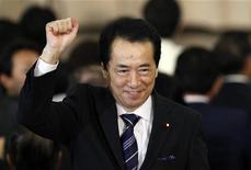 <p>Министр финансов Наото Кан радуется победе Демократической партии Японии в Токио 4 июня 2010 года. Новым главой правительства Японии станет бывший министр финансов Наото Кан, которого в пятницу избрала правящая Демократическая партия страны, пытающаяся вернуть популярность в преддверии выборов в верхнюю палату парламента. REUTERS/Issei Kato</p>