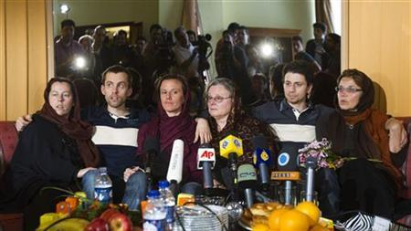 Shane Bauer (2nd L), Sarah Shourd (3rd L) and Josh Fattal (2nd R) sit with their mothers during a news conference in Tehran May 20, 2010. REUTERS/Raheb Homavandi