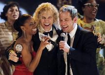 """<p>Montego Glover, David Bryan e Chad Kimball se apresentam depois que """"Memphis"""" venceu melhor musical no Tony Awards em Nova York. 13/06/2010 REUTERS/Gary Hershorn</p>"""