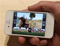 <p>O iMovie mostrado no iPhone. Clientes que estavam tentando reservar a mais recente versão do iPhone foram prejudicados por problemas técnicos que atrapalharam as vendas na terça-feira, o primeiro dia de pré-encomendas antes que o aparelho chegue às lojas em 24 de junho.07/16/2010.REUTERS/Robert Galbraith</p>
