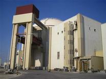 <p>Иранский ядерный завод в Бушере, 30 ноября 2009 года. Минфин США в среду ввел новые санкции против Ирана в очередной попытке сдержать развитие его ядерной программы, вписав в черный список еще один государственный банк и некоторые транспортные компании страны. REUTERS/Vladimir Soldatkin</p>