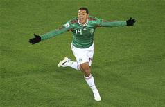 <p>Mexicano Javier Hernández comemora gol em partida contra França pelo Grupo A da Copa do Mundo. REUTERS/Radu Sigheti</p>