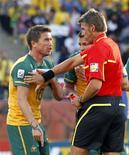 <p>Harry Kewell, da Austrália, reagindo ao cartão vermelho durante partida contra o Gana neste sábado na Copa do Mundo 2010. REUTERS/Lee Jae-Won</p>