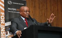 <p>Presidente da África do Sul, Jacob Zuma, fala com acionistas durante entrevista à TV Reuters Insider em Johannesburg. Zuma disse que está confiante de que a Copa do Mundo irá resultar na geração de empregos e em crescimento econômico. 22/06/2010 REUTERS/Thomas Mukoya</p>