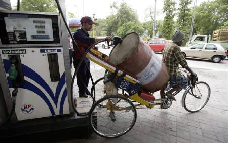 An employee fills diesel into an oil drum at a fuel station in New Delhi June 25, 2010. REUTERS/Mukesh Gupta