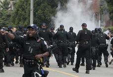 <p>Police officers disperse demonstrators with tear gas during a protest of the G20 summt in Toronto June 27, 2010. REUTERS/Mark Blinch</p>
